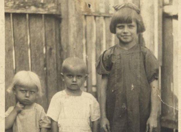 Kropka, Jaś i Terenia. Zdjęcie zrobione około rok przed pacyfikacją Soch /archiwum prywatne
