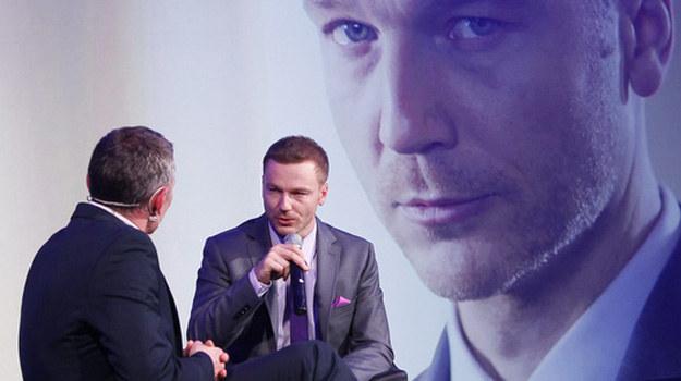 Krystian Wieczorek podczas konferencji prasowej kanałów Discovery Networks w Polsce. /AKPA