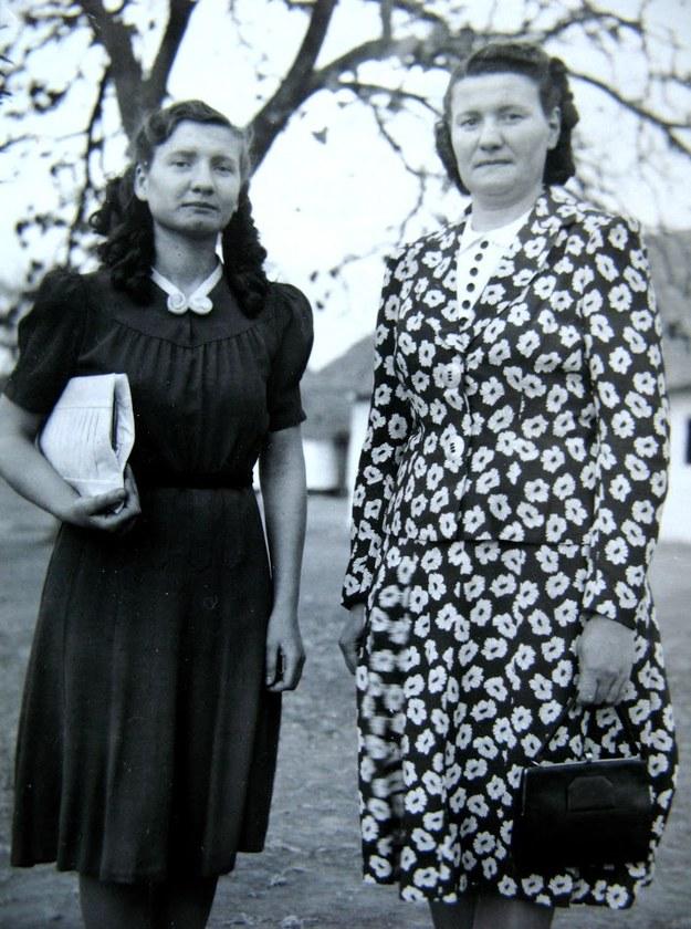 Krystyna Chyży-Ostrowska z mamą w Rodezji Północnej. Lusaka, 1946 r. /Centrum Dokumentacji Zsyłek, Wypędzeń i Przesiedleń Uniwersytetu Pedagogicznego /