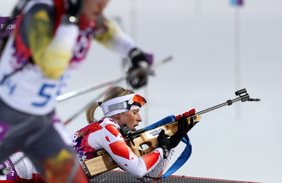 Krystyna Pałka na strzelnicy podczas biegu indywidualnego kobiet na 15 km /Grzegorz Momot /PAP