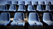 Krzesła na jednym ze stadionów olimpijskich w Atenach. Grecy zostali mocno skrytykowani za wydanie miliardów euro na kompleks olimpijski i porzucenie go zaraz po zawodach