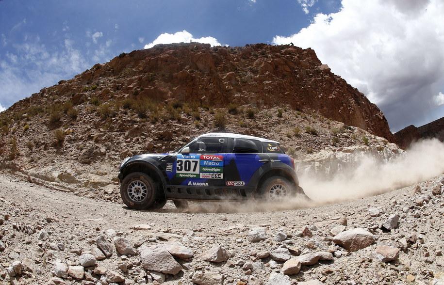 Krzysztof Hołowczyc na trasie Rajdu Dakar /Felipe Trueba /PAP/EPA