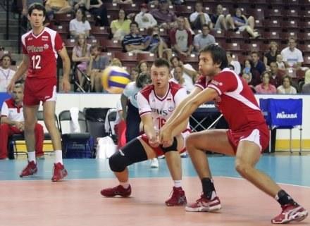 Krzysztof Ignaczak (przyjmuje z lewej) nie znalazł uznania Raula Lozano /Tomasz Szatkowski
