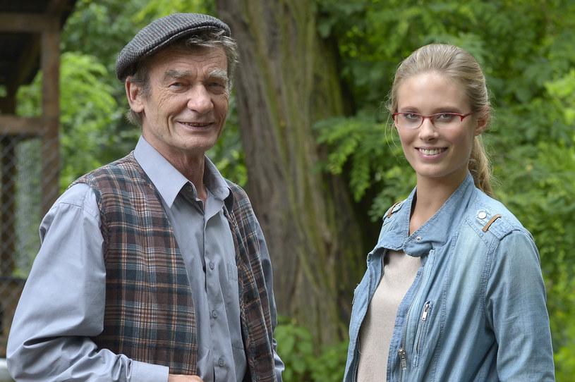 """Krzysztof Kiersznowski i Julia Pietrucha na planie pierwszego sezonu serialu """"Blondynka"""" /AKPA"""