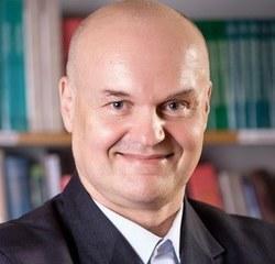 Specjalista medycyny rodzinnej, Internista. Od 1997 prowadzi gabinet lekarza Rodzinnego w Krakowie, ul. Heleny 2. Wykładowca Collegium Medicum Uniwersytetu Jagiellońskiego w Krakowie.