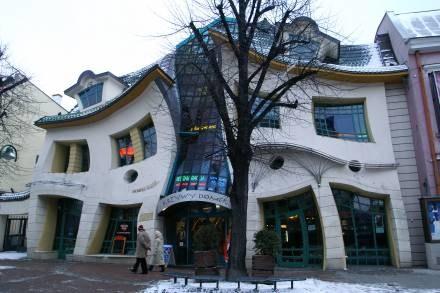 Krzywy dom - jedna z atrakcji Sopotu/fot. B. Czonkow /MWMedia