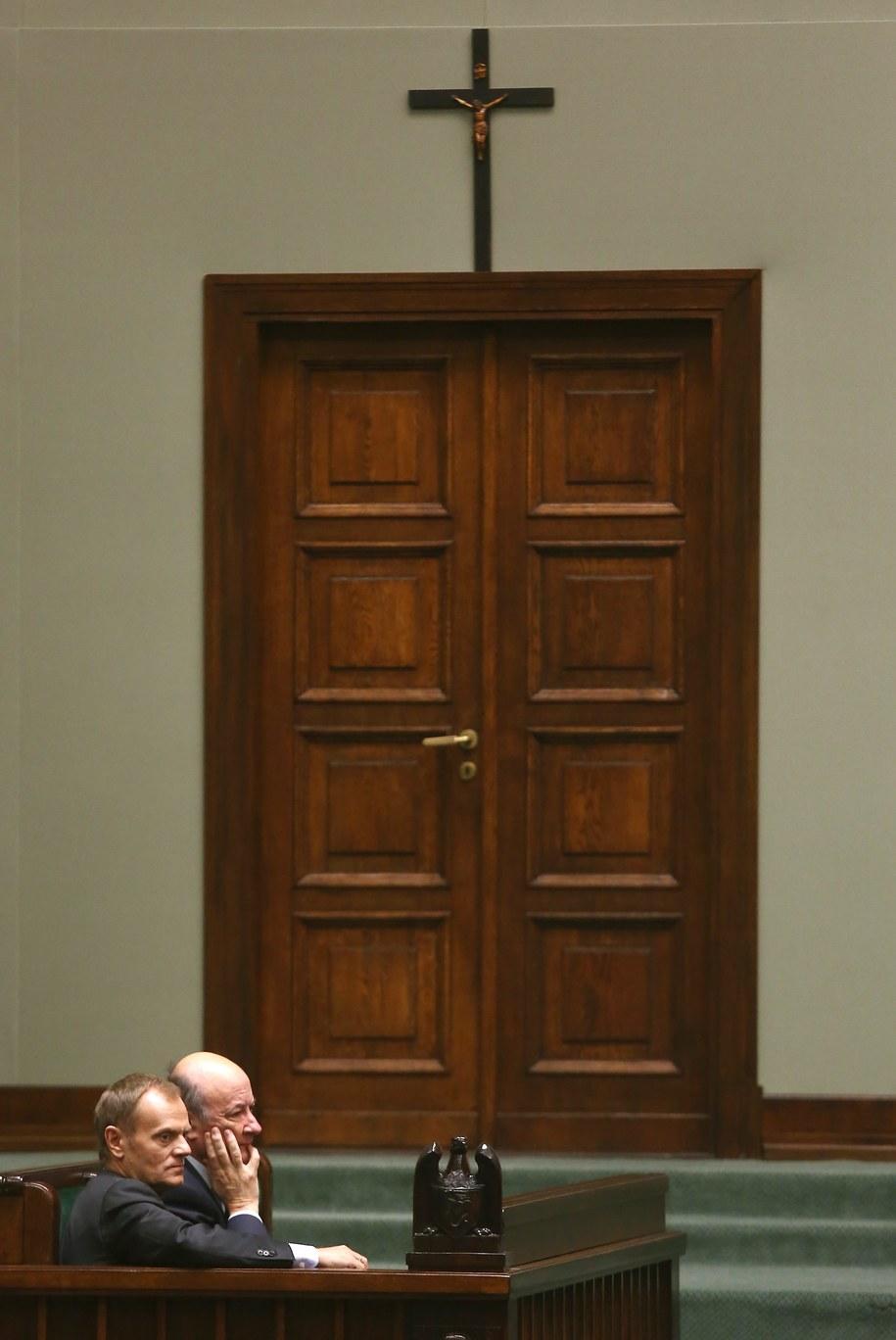 Krzyż na sali sejmowej /Tomasz Gzell /PAP