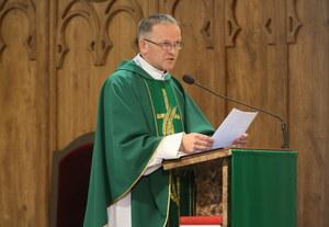 Ksiądz Lemański opuszcza plebanię w Jasienicy
