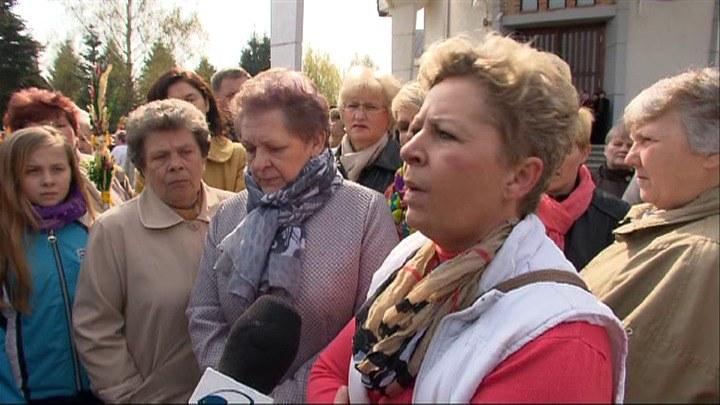 Ksiądz Lemański z całkowitym zakazem odprawiana nabożeństw. Parafianie protestują /TVN24/x-news