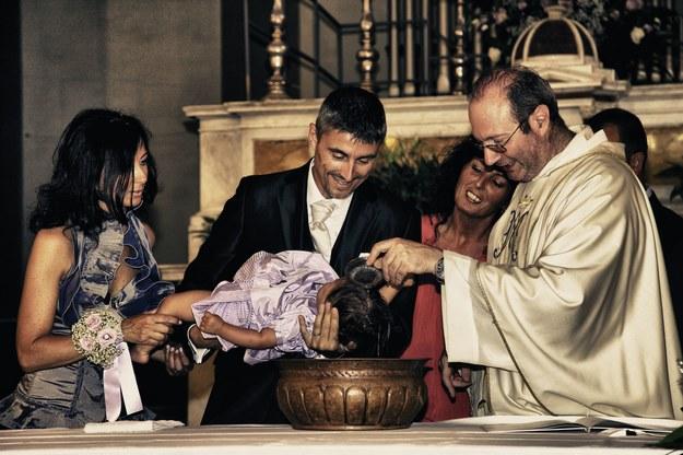 Ksiądz nie powinien odmówić sakramentu chrztu /123/RF PICSEL