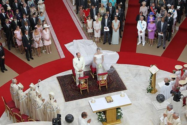 Książę Albert i Charlene Wittstock wzięli ślub kościelny /AFP