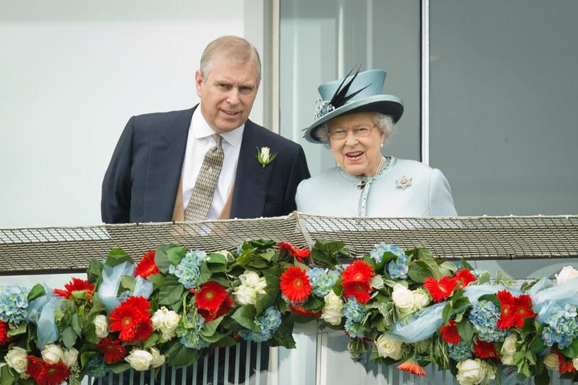 Książę Andrzej i królowa Elżbieta II /AFP