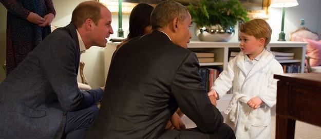 Książę George przywitał Baracka Obamę w… piżamie
