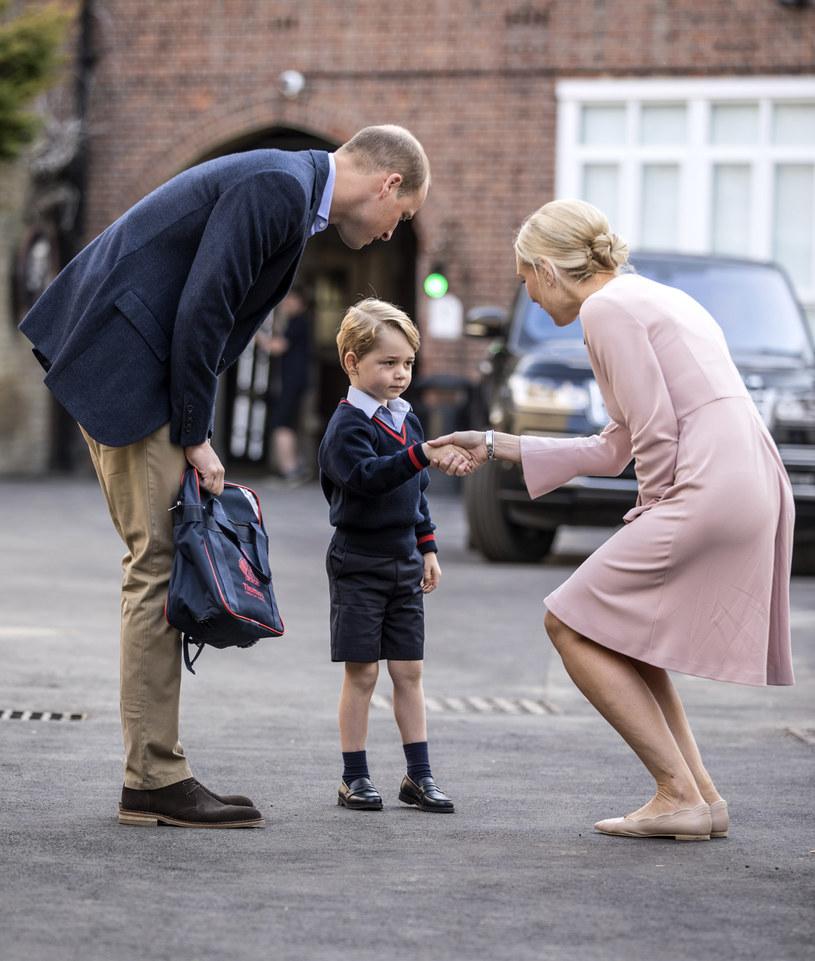Książę George wita się z Helen Haslem /Getty Images