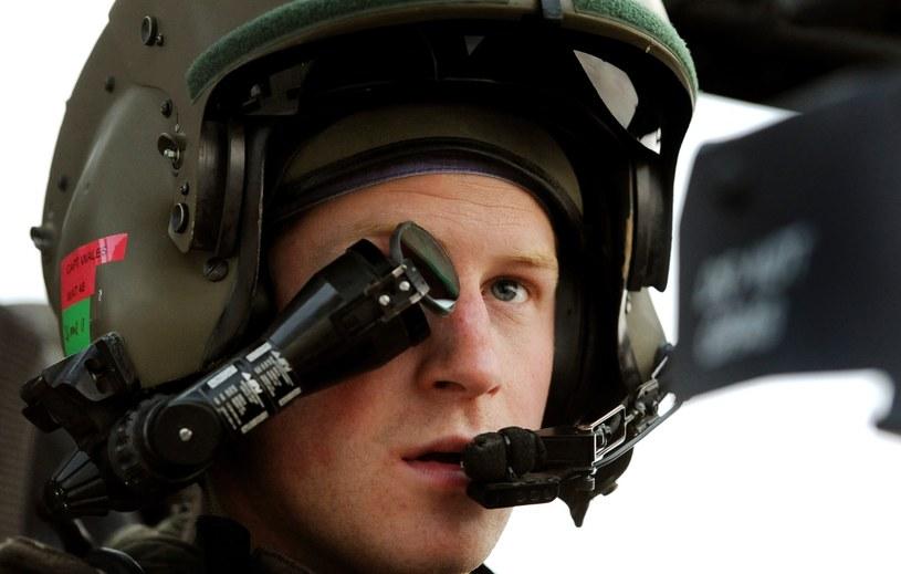 Książę Harry uzyskał ostatnio kwalifikacje dowódcy śmigłowca bojowego Apache /AFP