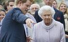 Książę Harry zachwycił królową Elżbietę prezentem urodzinowym!