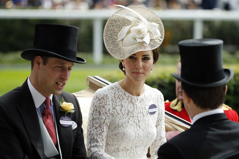 Księżna Kate na wyścigach w Ascot /AP /East News