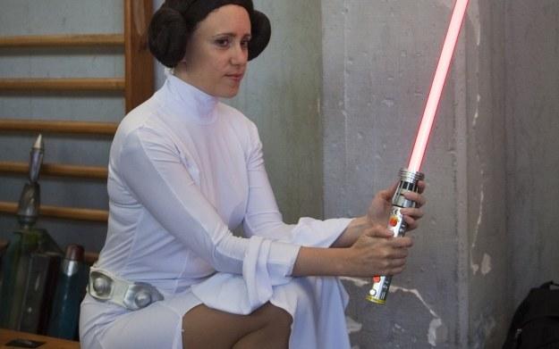 Księżniczka Leia wyraźnie zasniepokojona nowymi informacjami od EA /AFP