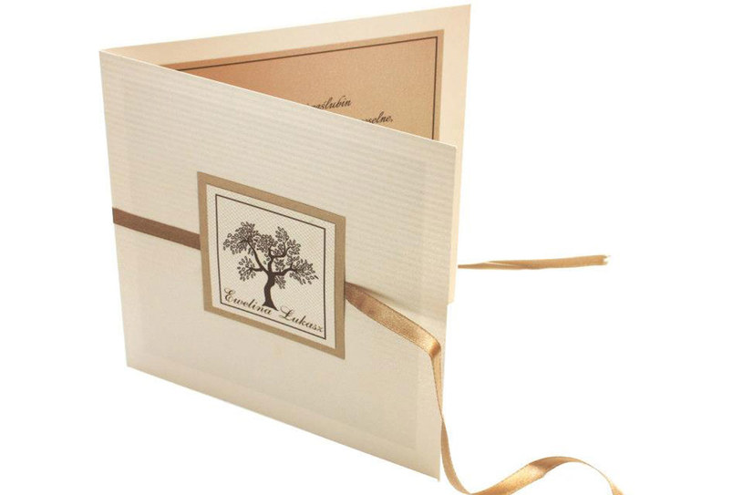 Kształt zaproszenia, kolor koperty, krój pisma czy jego faktura wiele mówią o Młodej Parze /Fabrica de Pasjone /Wedding