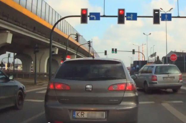 Kto by się przejmował czerwonym światłem /INTERIA.PL