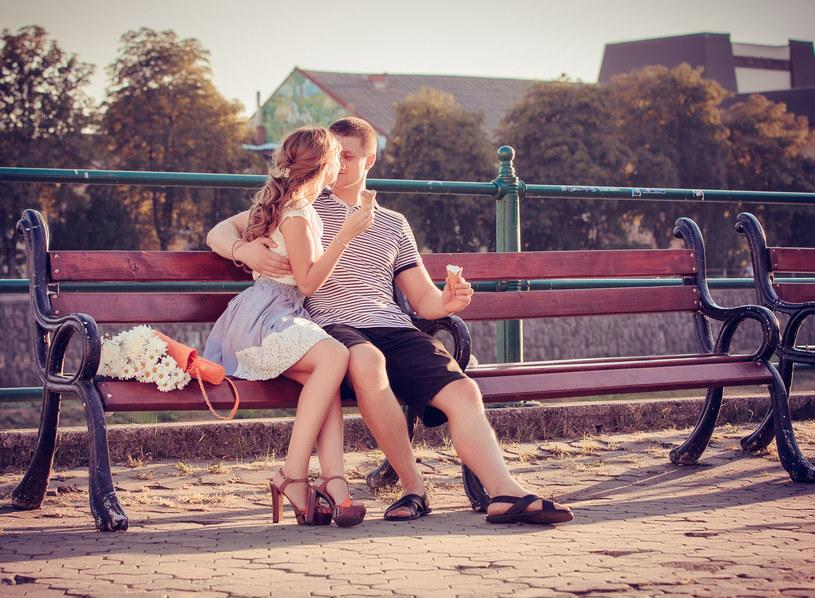Kto ma szansę na miłość od pierwszego wejrzenia? /123RF/PICSEL
