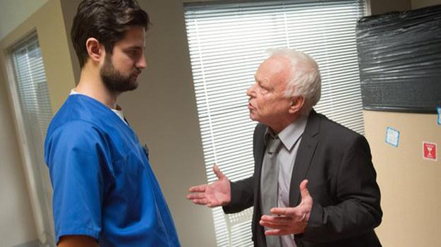 Który z lekarzy ma rację? I czy Adam - przez konflikt z Zybertem - naprawdę może stracić pracę? /www.nadobre.tvp.pl/