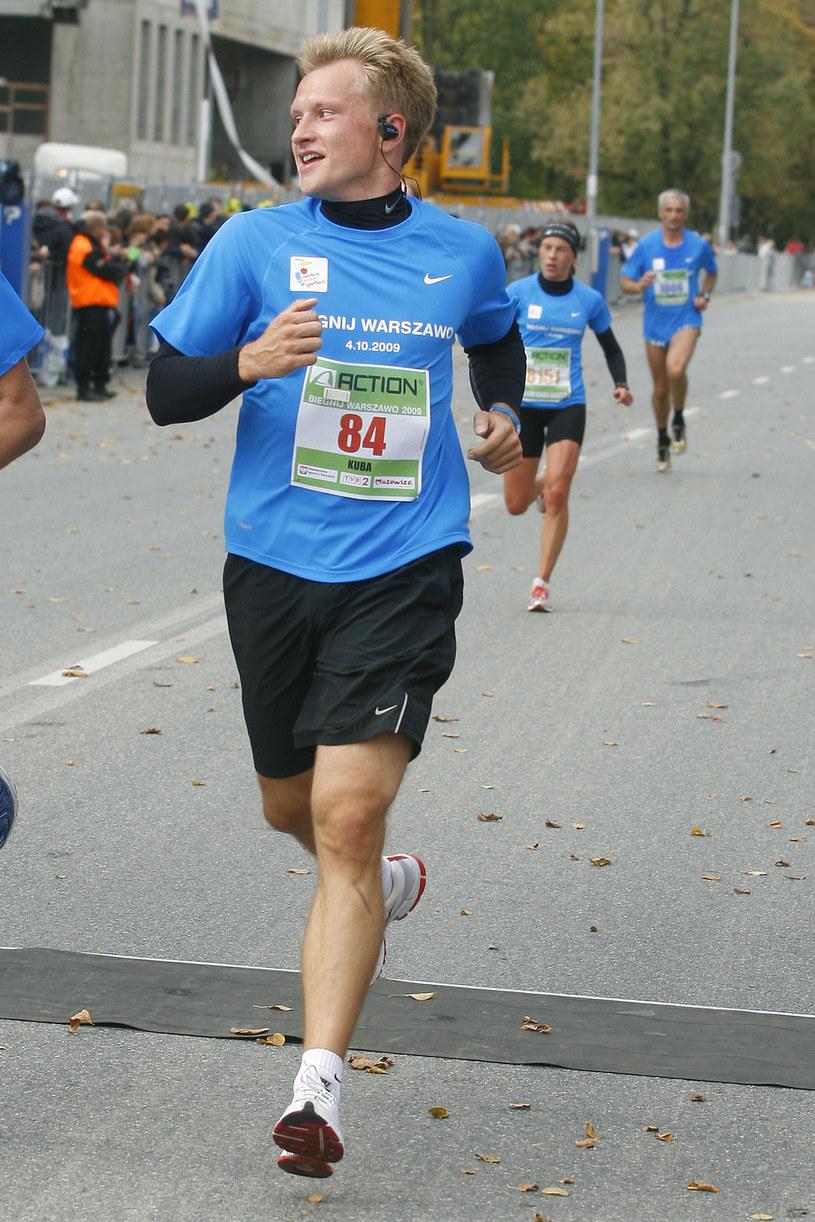 Kuba Wesołowski: Dzięki bieganiu zachowuje dobrą kondycję i nienaganną sylwetkę mimo grzeszków żywieniowych /Baranowski /AKPA