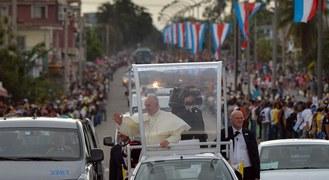 Kubańczycy witają papieża Franciszka