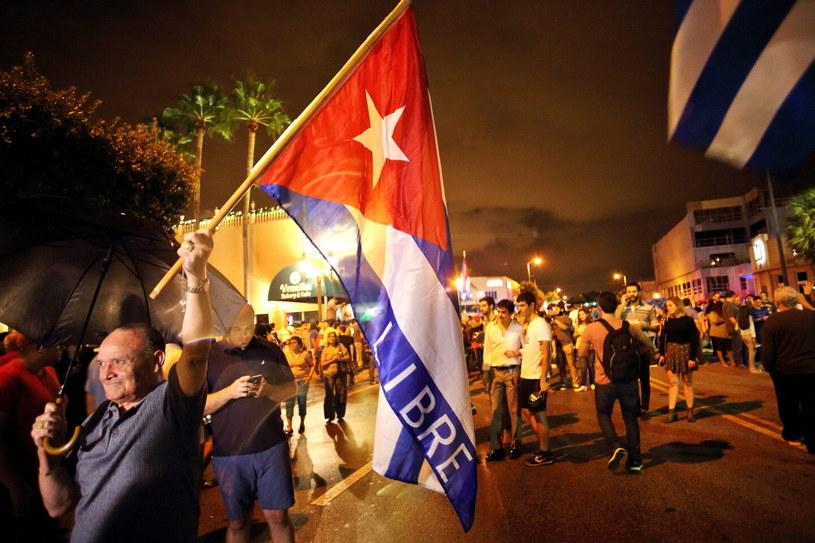 Kubańczycy z Miami liczą na zmiany po śmierci Fidela Castro /CRISTOBAL  /PAP/EPA