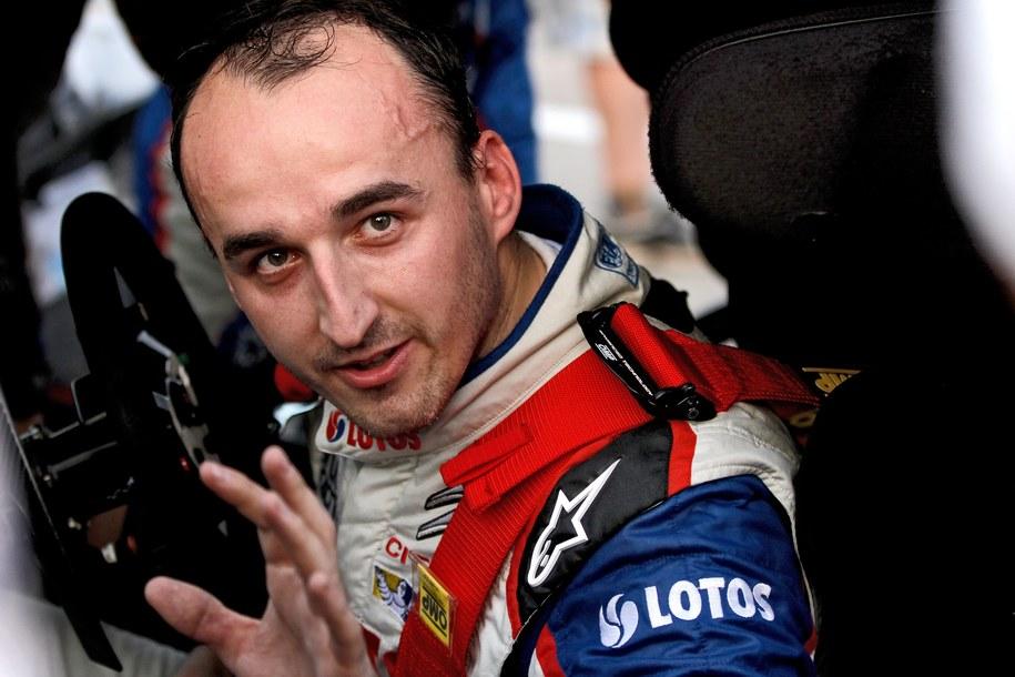 Kubica: Mógłbym zrobić w samochodzie F1 jedno czy dwa okrążenia w ramach testów, ale siedzenie w nim cały dzień nie miałoby sensu /ANDRE LAVADINHO /PAP/EPA