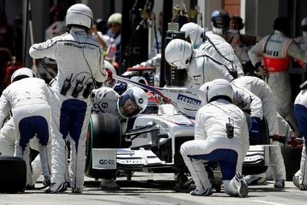 Kubica u swoich mechaników /AFP