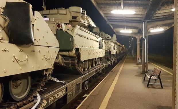 Kujawsko-Pomorskie: Transport kolejowy z amerykańskimi pojazdami wojskowymi zahaczył o wiatę