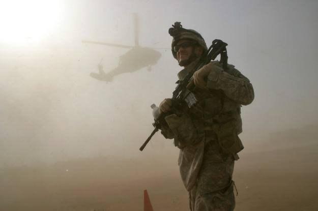 """Kultowy film """"Miś"""" kontra armia Stanów Zjednoczonych /AFP"""