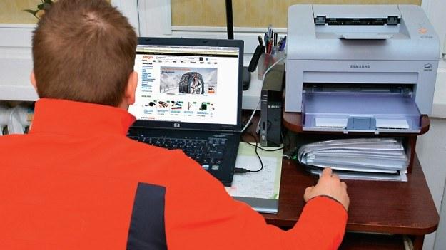Kupowanie części do samochodu w internecie /Motor