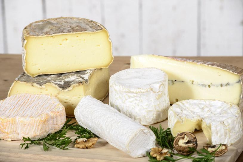 Kupuj małe ilości sera, ponieważ do sprzedaży trafiają już sery dojrzałe, przez co mają krótki termin przydatności do spożycia /123/RF PICSEL /123RF/PICSEL