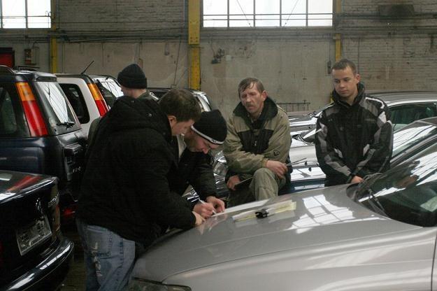 Kupując auto w Niemczech trzeba być ostrożnym / Fot: Lech Muszyński /Reporter