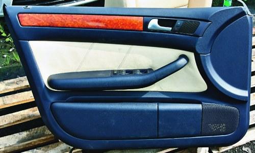 Kupując skórzane fotele, nie zapomnijmy o boczkach drzwiowych, które muszą korespondować z nową tapicerką siedzeń. Musi być cały zestaw. /Motor