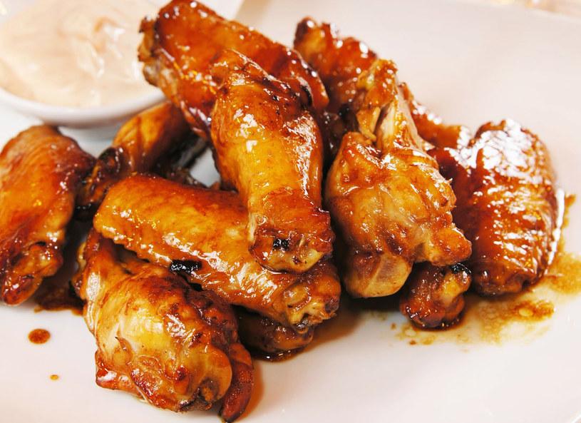 Kurczaka podaj z duszonymi warzywami /123RF/PICSEL