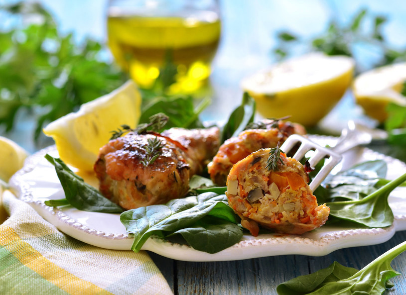 Kurczaka podawaj z warzywami /©123RF/PICSEL