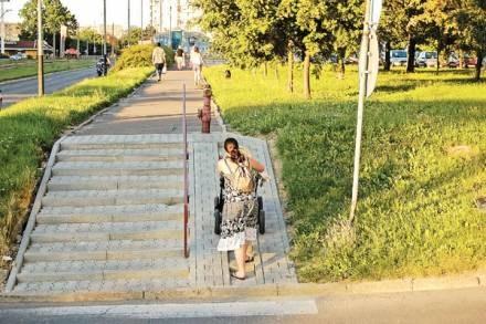 Kuriozalny podjazd przy al.Wyszyńskiego / fot. MB /EchoMiasta_Łódź