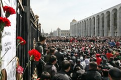 Kurmanbek Bakijew uciekł z Biszkeku
