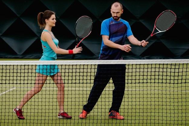Kurs tenisa może być atrakcyjnym benefitem dla pracownika /123RF/PICSEL