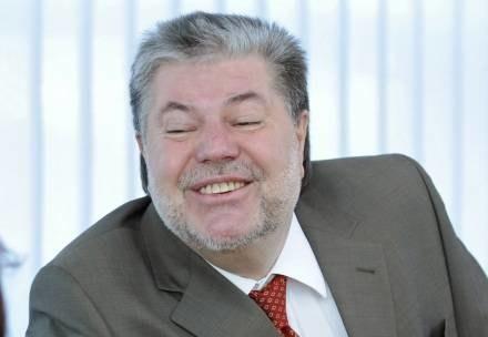 Kurt Beck po kolejnych wyborach chce zająć miejsce Angeli Merkel /AFP
