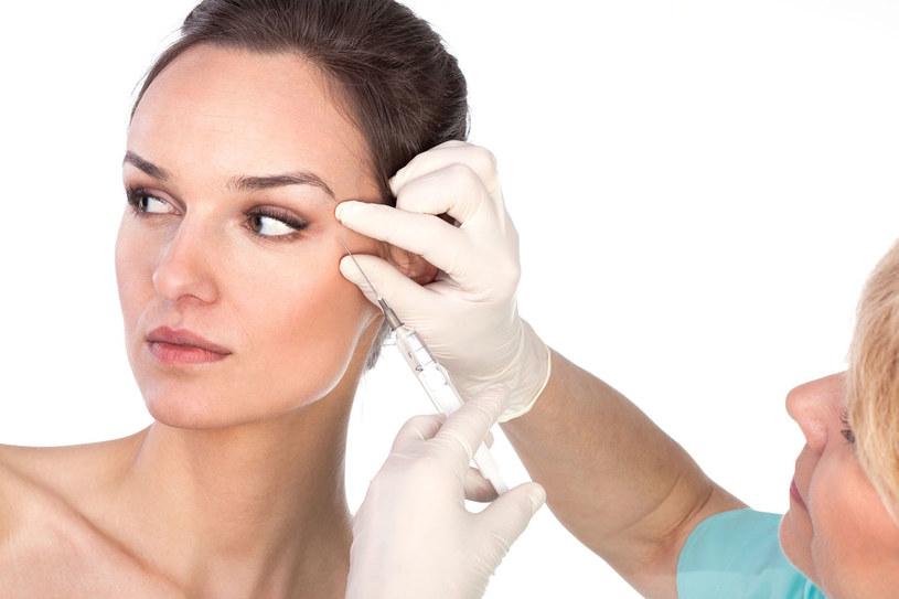 Kurzych łapek możesz również pozbyć się u lekarza /123RF/PICSEL