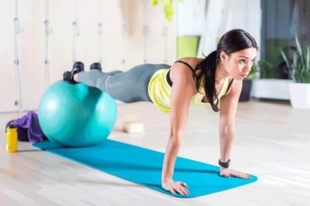 Kwadrans dla ciała: Potrenuj z dużą piłką