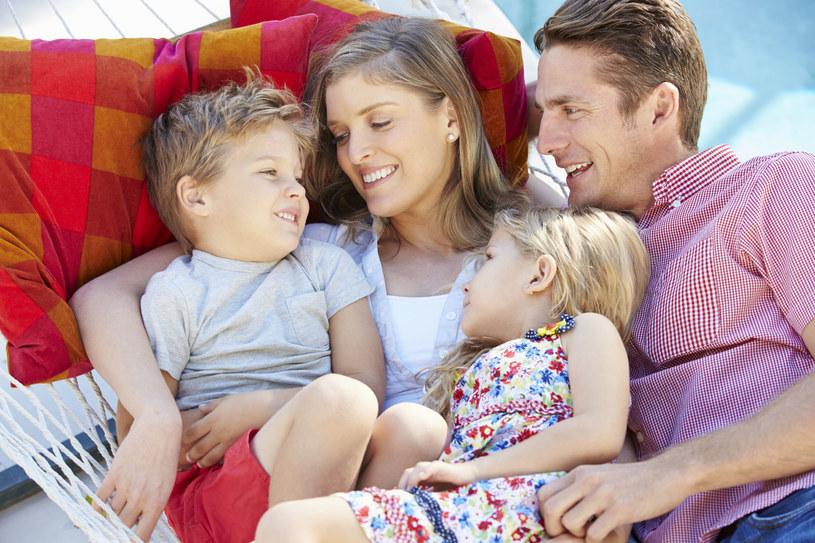 Kwadrans przytulania dziennie poprawi zdrowie całej rodziny /©123RF/PICSEL