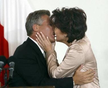 Kwaśniewscy wzięli ślub kościelny na kilka tygodni przed końcem prezydentury... /AFP