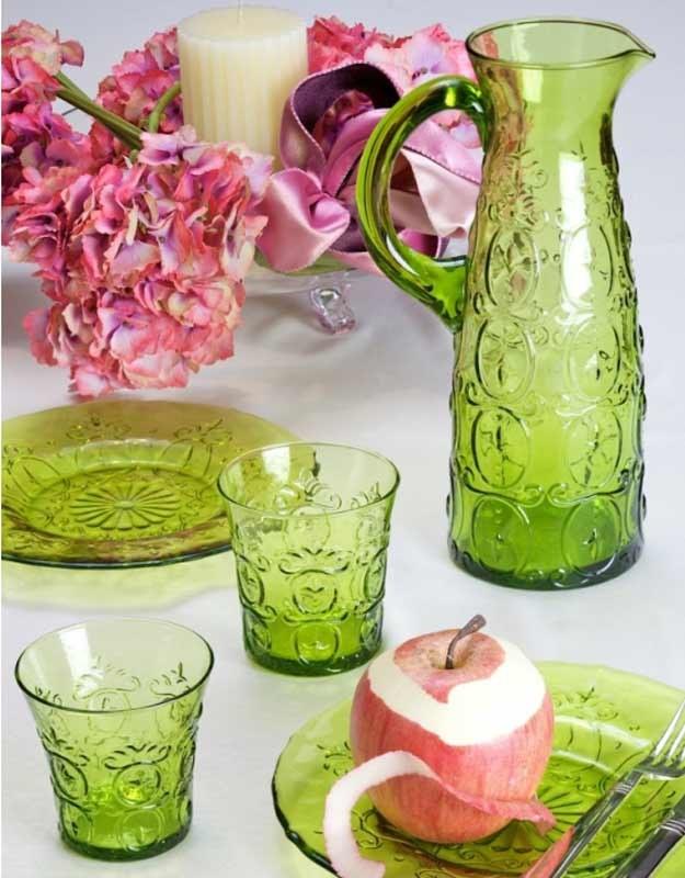 Kwiaty i świece pomagają stworzyć ciekawe aranżacje fot. Villa Italia /materiały prasowe