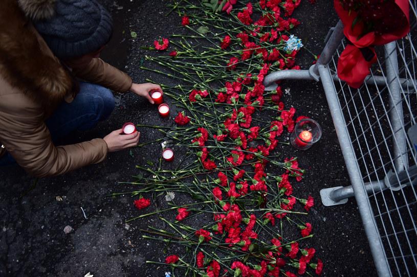 Kwiaty na miejscu tragedii /AFP