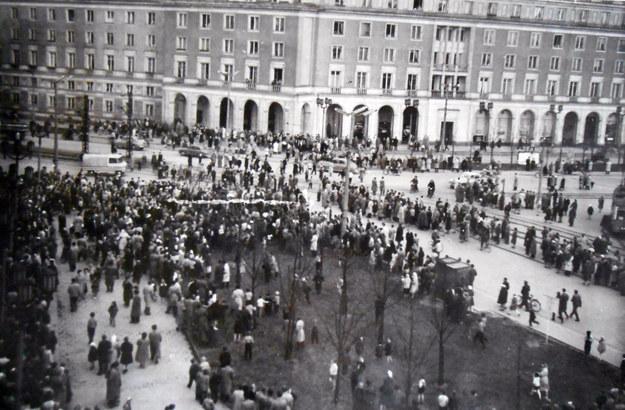 Kwiecień 1960 r. Zajścia przeniosły się na nowohucki Plac Centralny. Fot. z archiwum IPN /Archiwum autora